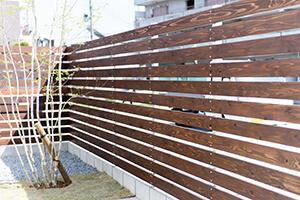 木製格子壁